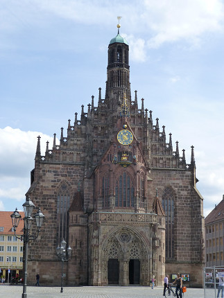 フラウエン教会、ニュルンベルク、石畳.jpg