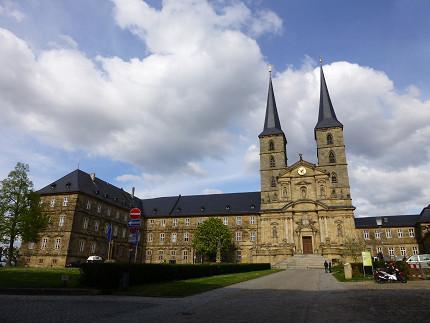 聖ミヒャエル教会、景色、バス.jpg