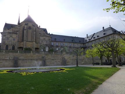 聖ミヒャエル教会、景色、バス (3).jpg